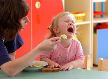 Битва родителей за здоровье детей продолжается: кто травит наших детей