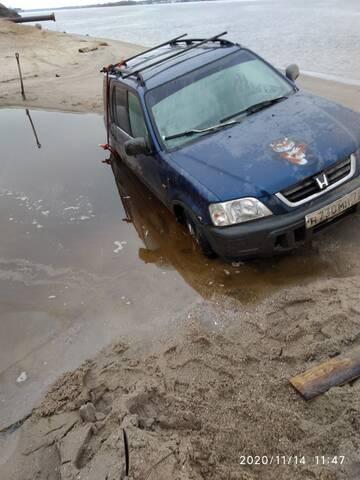 Парни помогите вытащить машину!!!