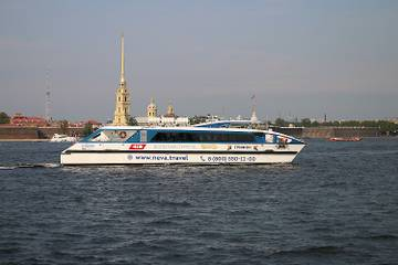 Из Петербурга в Петергоф будут ходить новые суда «Грифон»