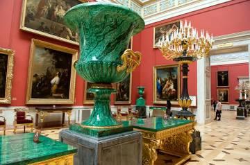 Знаменитые музеи и сады вновь открываются в Санкт-Петербурге