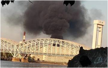 В Невском районе горела опасная и токсичная свалка