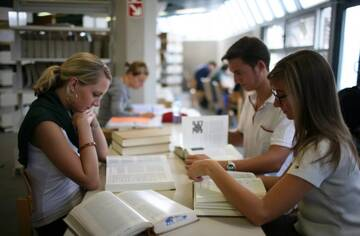 В Петербурге помогут безработным получить новую специальность
