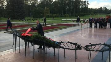 На Пискарёвском кладбище Александр Беглов возложил цветы в День памяти