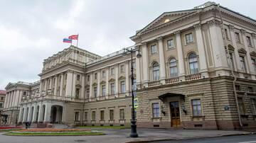 Петербург покидает заядлый коррупционер Макаров
